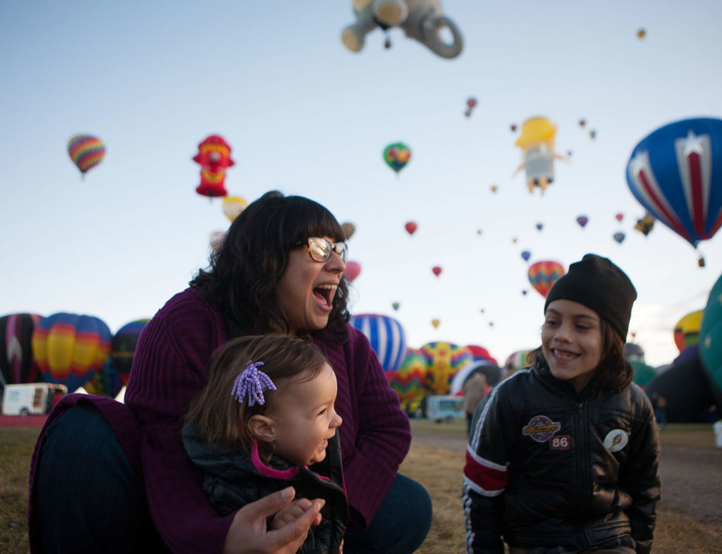 mother and kids with hot air balloons